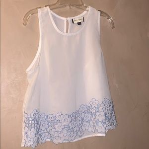 Fifty street white top w white and blue flower